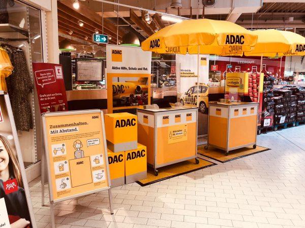ADAC Vertriebsagentur Marita Günther mit POS im Supermarkt